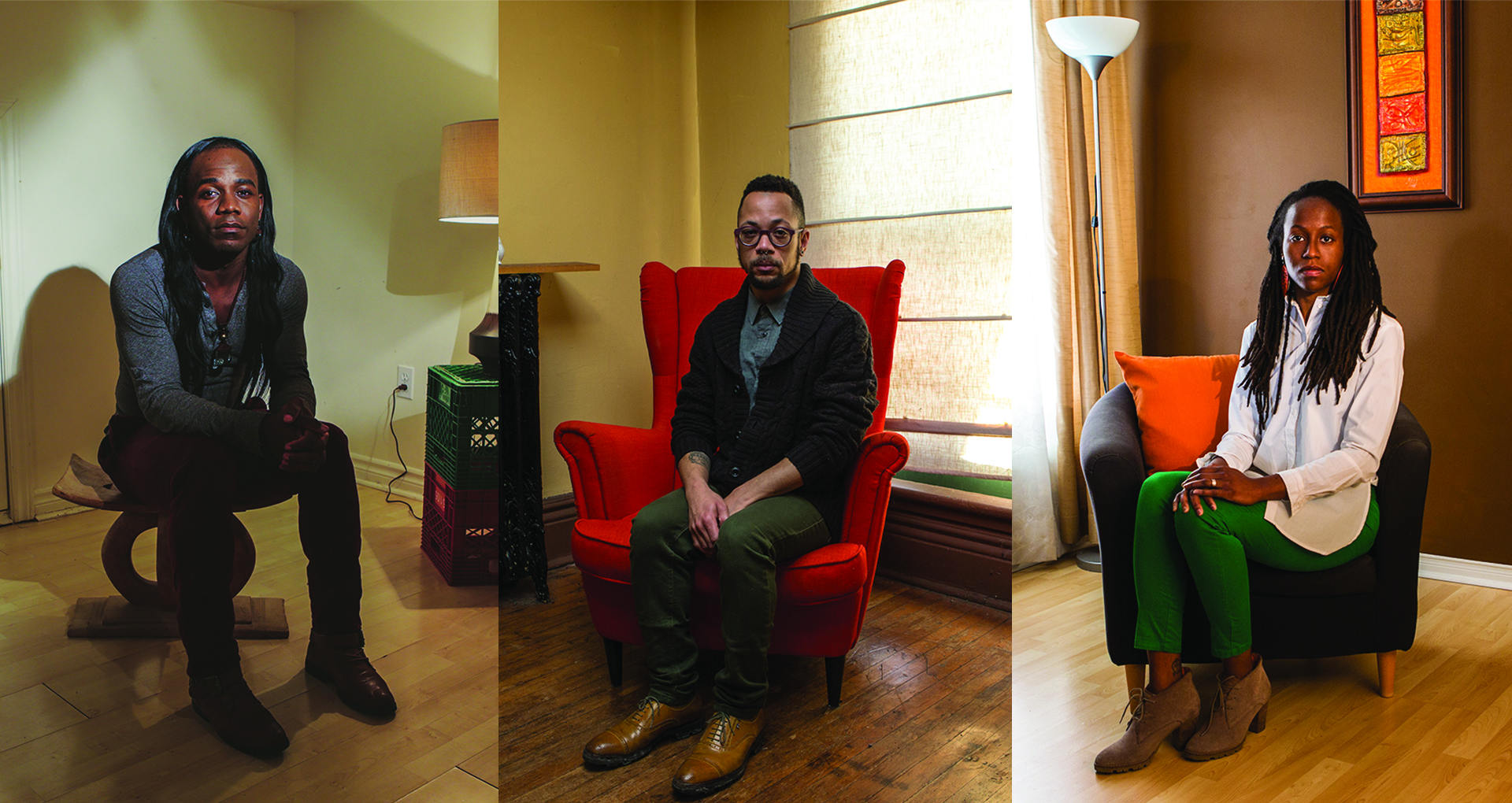 Trois portraits de trois quart côte-à-côte, de 3 personnes noires assises